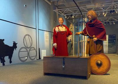 Vikingpar fra utstillingen på arkeologisk museum