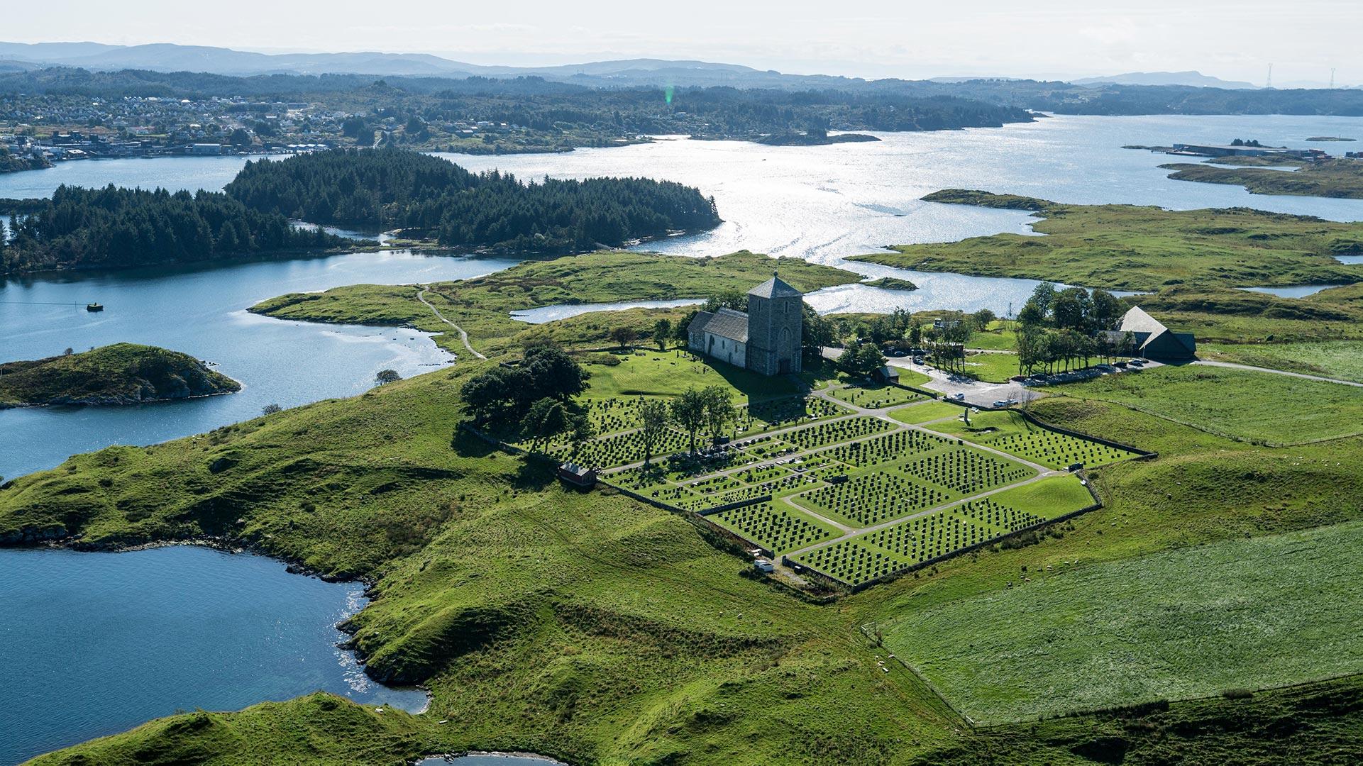 Flyfoto av Kongsgården ved Avaldsnes