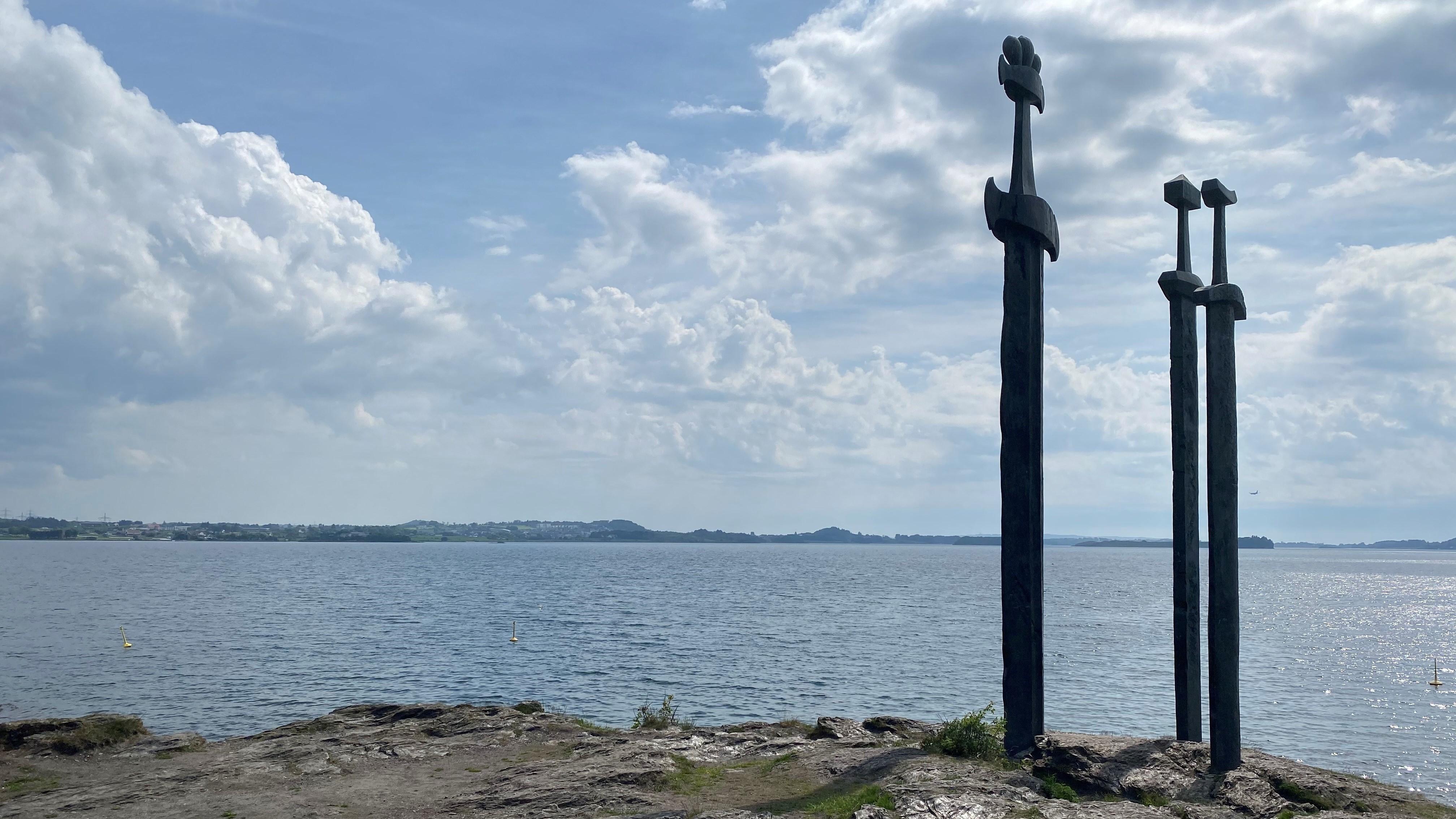 Hafrsfjord og kunstverket Sverd i fjell