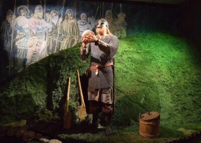 Olav Tryggvasonfigur i utstillingen på Nordvegen historiesenter