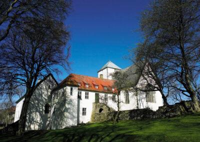 Bildet fra Klosterhagen ved Utstein